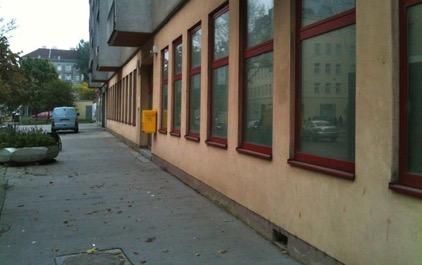 Bild des alten Postamtes mit den zwei Stufen