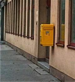Noch ein Bild des Postamtes mit den Stufen