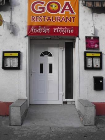 Foto des Eingangs mit der Rampe