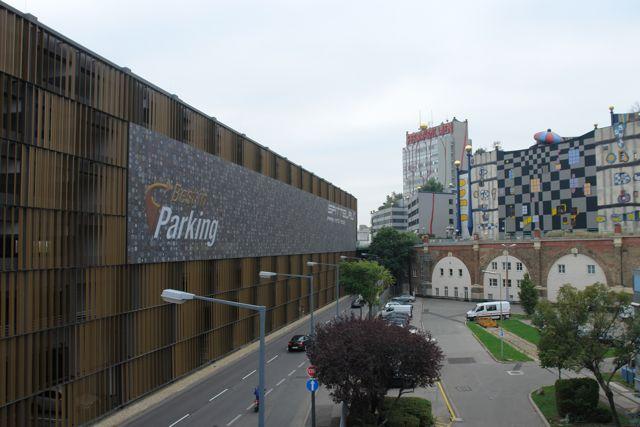 Fassadenansicht des Park and Ride Gebäudes